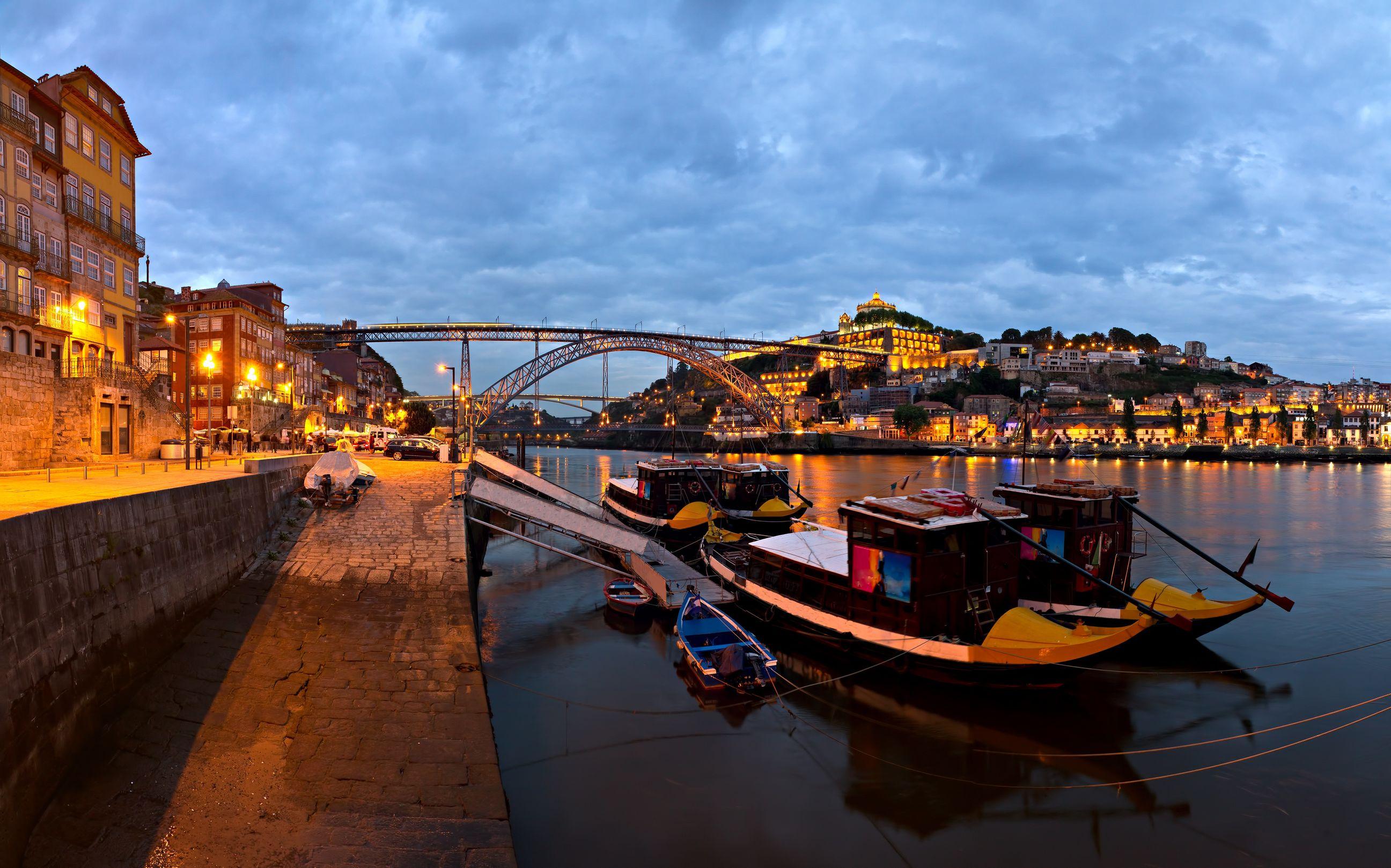 [Image: Visit-Portugal-panorama-old-Porto-river-...m-Luis.jpg]